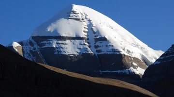 mount-kailash-seen-en-route-of-kailash-manasarovar-tour-