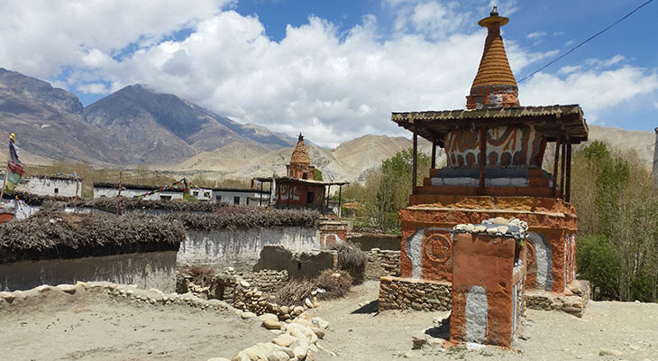 traditional-buddhist-stupa-upper-mustang-trek