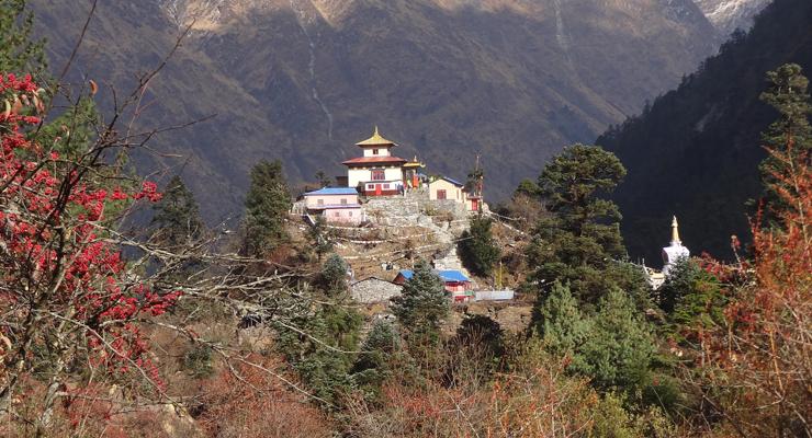 Hinang Gompa en route of Manaslu Circuit Trek