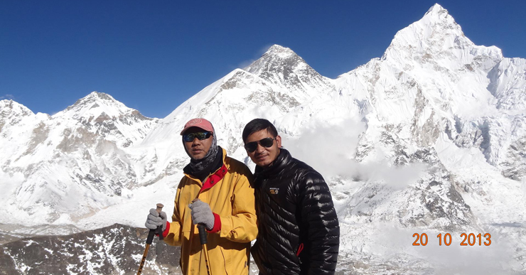En route of Kala Patthar viewpoint, catching breathtaking scenery of Mount Everest and several snowcapped peaks.