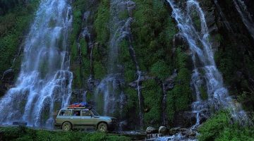 The Kathmandu to Pisang private jeep drive pass stunning water fall in Marshyandi valley on the short Annapurna circuit trek.