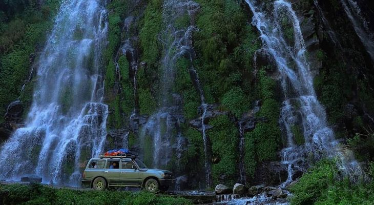 The Kathmandu to Pisang private jeep drive pass stunning water fall in Marshyandi valley on the short Annapurna circuit trek.